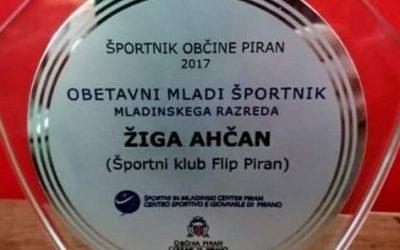 """Žiga Ahčan v Piranu prejel nagrado za """"Najbolj obetavnega športnika v letu 2017"""""""