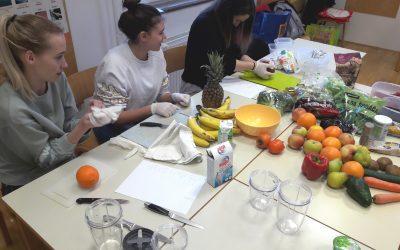 Dijaki 1. A smo imeli projektni dan Hrana in zdravje