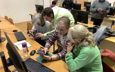 Na računalniških delavnicah Simbioza tokrat o uporabi pametnih telefonov
